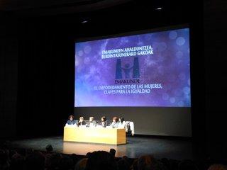 Jornada sobre empoderamiento reúne en Donostia a cientos de mujeres de la asociaciones de Euskadi